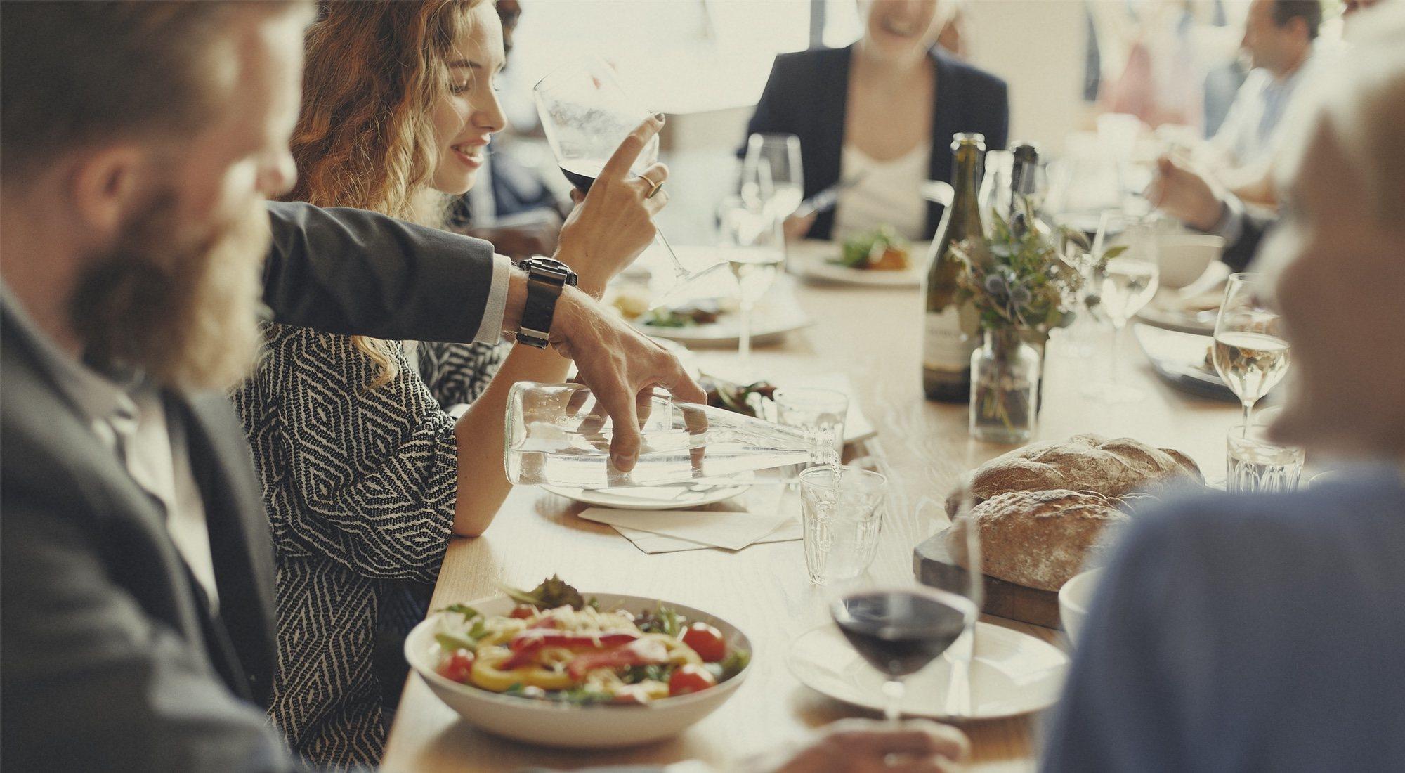Cómo sobrevivir a la cena de empresa