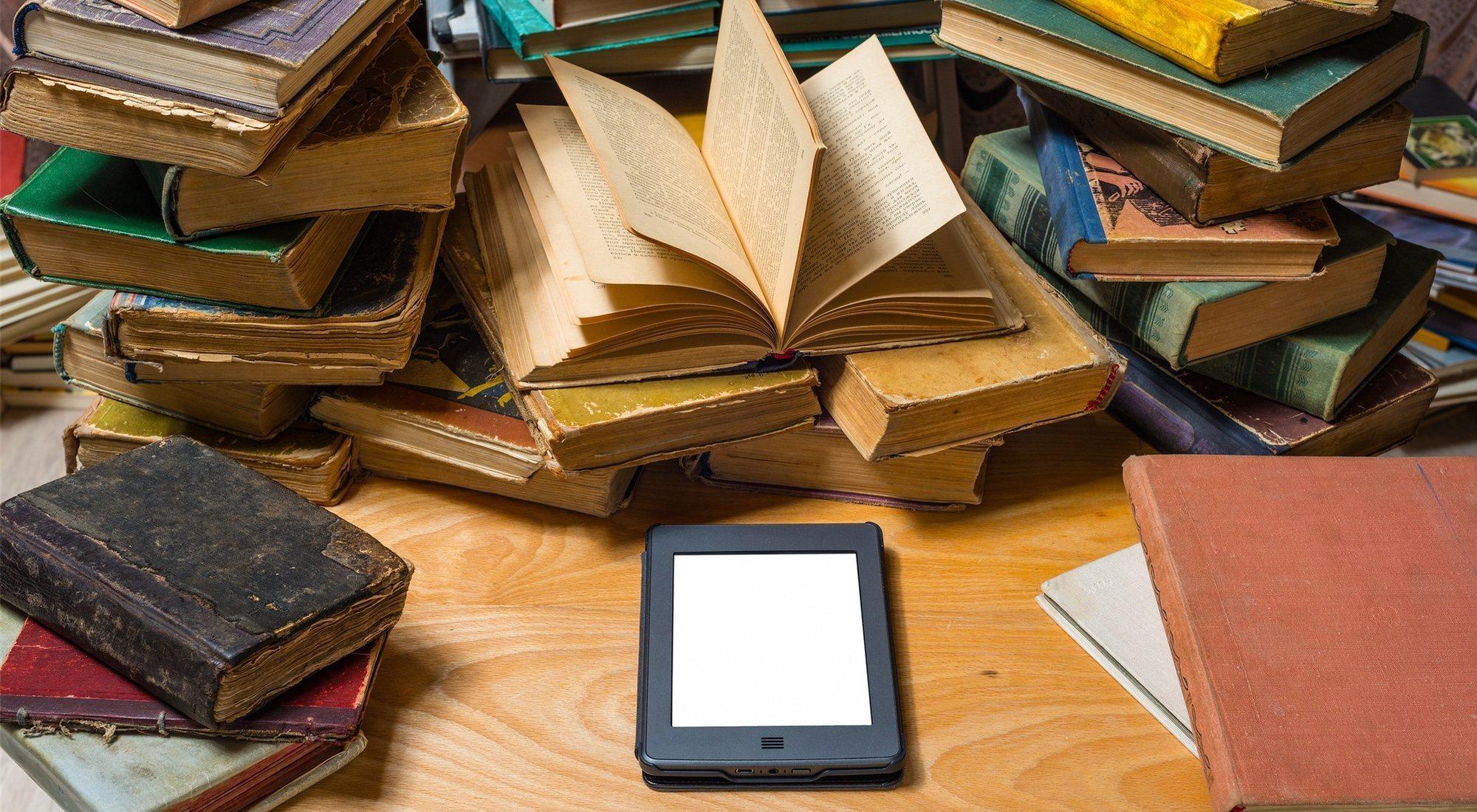 Libro vs ebook: el eterno debate que también divide a los millennials