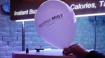 'Alcohol Mist': la moda de beber alcohol en un globo
