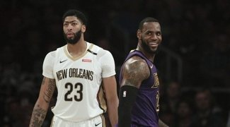 LeBron James le cede el '23' a Anthony Davis
