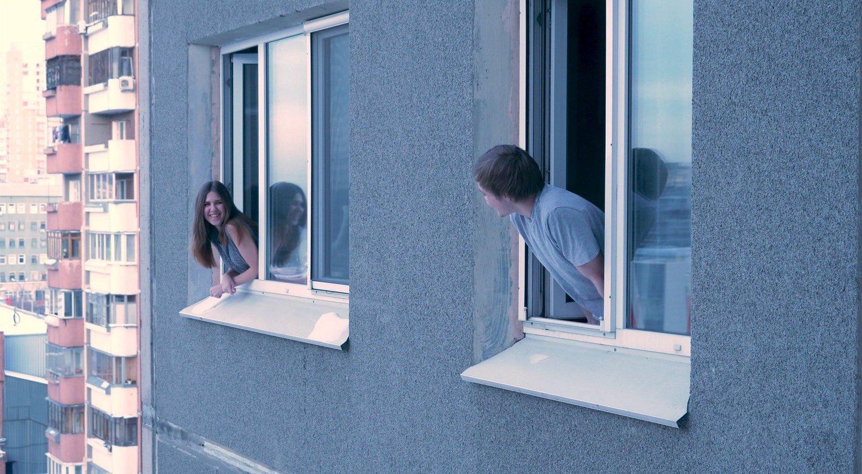 Hablar a tu vecino de número: la última moda en Twitter