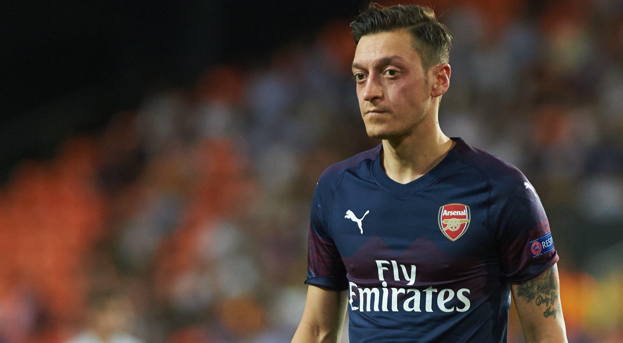 Özil y Kolasinac, en peligro tras una pelea de bandas callejeras