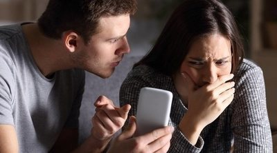 Controlar a tu pareja por redes sociales: por qué debes dejar de hacerlo
