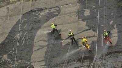 Graffiti inverso, el arte de limpiar paredes