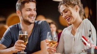 Beber o salir de bares con tu pareja: por qué deberías hacerlo