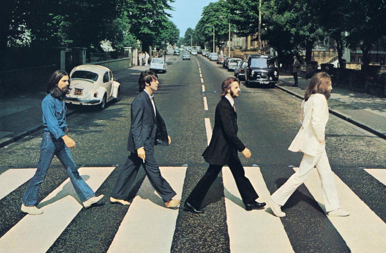 La banda británica The Beatles fue rechazada por múltiples discográficas antes de convertirse en el grupo pop más famoso del mundo.