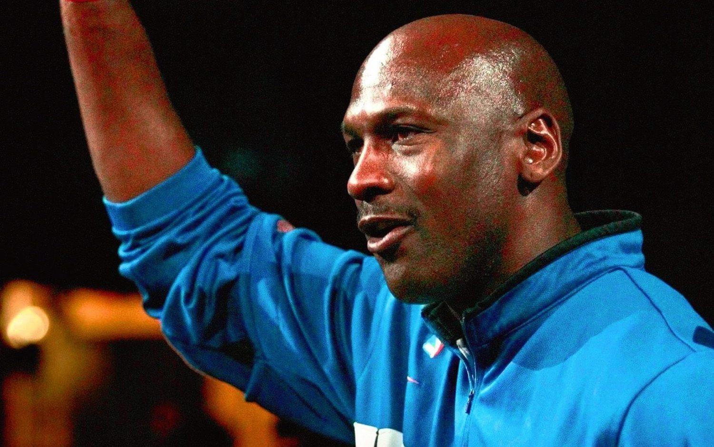 Michael Jordan fue rechazado en el equipo de baloncesto de su instituto antes de covertirse en uno de los mejores jugadores de todos los tiempos.