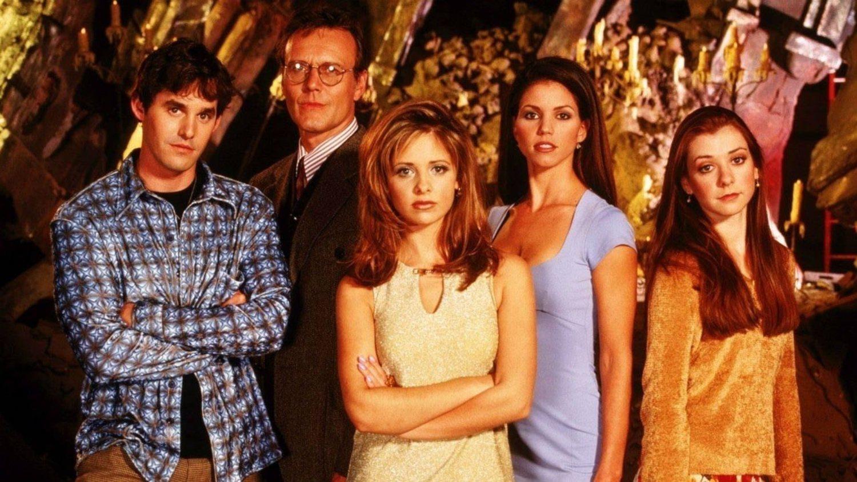 'Buffy, cazavampiros' marcó a toda una generación combinando el terror con el humor y las problemáticas adolescentes.