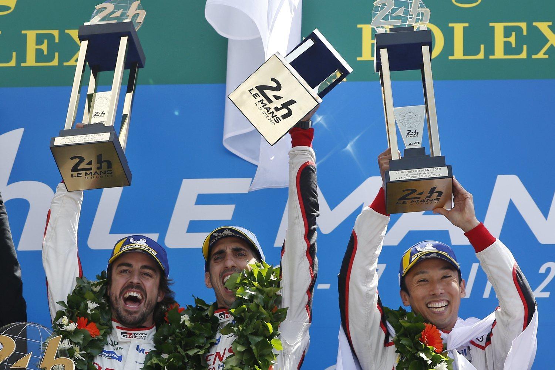 El piloto asturiano lideró la remontada de su equipo para hacerse con el 24 Horas de Le Mans.