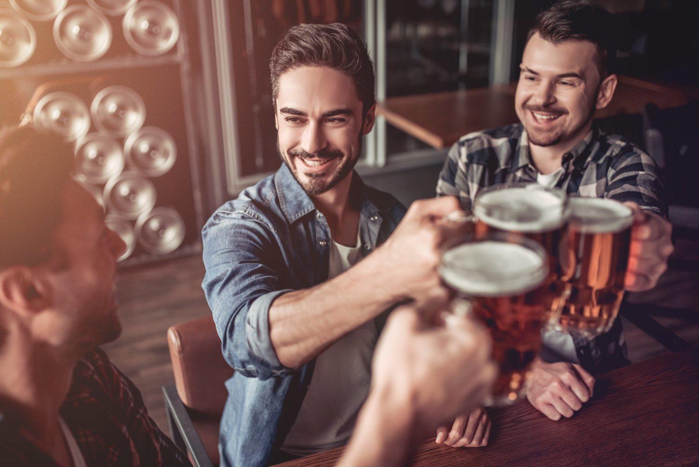 La cerveza sigue siendo la bebida por excelencia, aunque su consumo es menor entre los jóvenes.