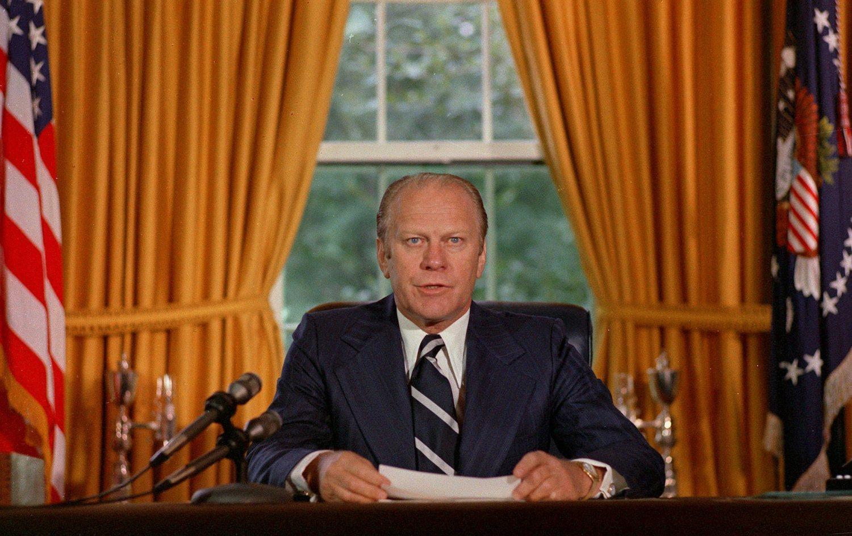 El presidente Gerald Ford aprobó una Orden Ejecutiva en 1976 que prohibía la experimentación con drogas en seres humanos.