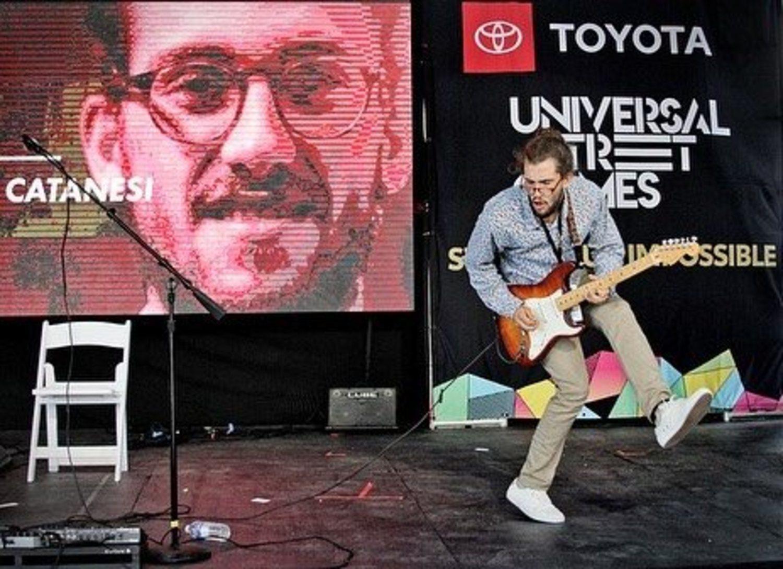 Borja Catanesi ganó los Universal Street Games a mejor músico callejero del mundo.