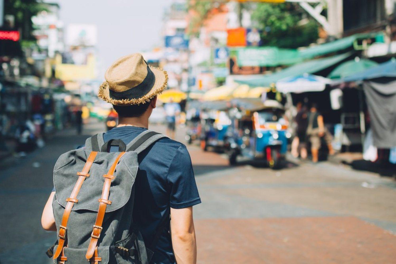 Busca un hueco para viajar y descubrir mundo. Te vendrá bien.