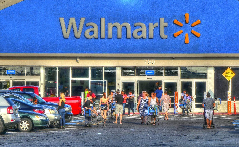 La instalación de Walmart supone un peligro para el pequeño comercio local.