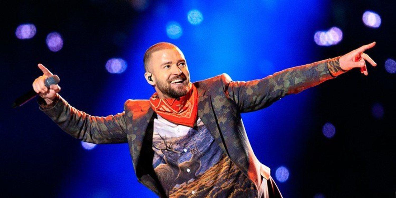 El look de Timberlake (americana con estampado de camuflaje, camiseta con ciervos) fue ridiculizado en internet, que convirtió al chaval que se hizo un selfie con el cantante sin saber quién era en un meme. La crítica definió el show como el más aburrido d