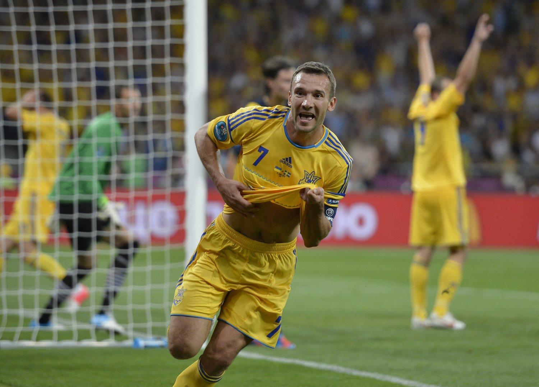 Andriy Shevchenko celebrando un gol en la Eurocopa 2012, torneo en el que firmó actuaciones memorables