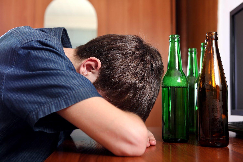 El alcohol a edad temprana genera muchos problemas de salud, pero también a nivel social.