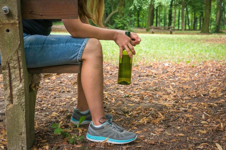 Los botellones se convierten en la rutina de muchos adolescentes cada fin de semana.