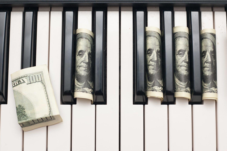El dinero dignifica el trabajo y la música lo es
