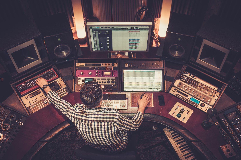 La figura del productor debe tener amplios conocimientos de música e informática