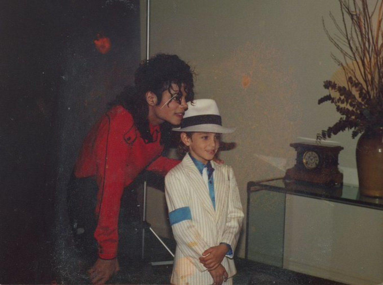 Michael Jackson con Wade Robson, uno de los protagonistas del documental.