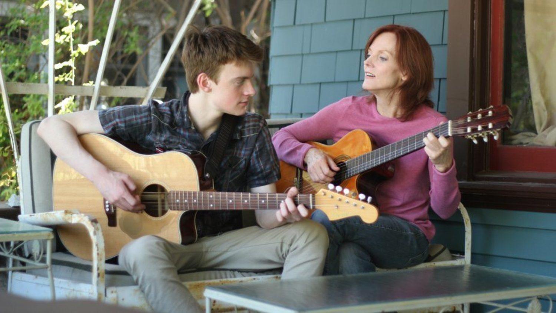 La madre y el hermano de Billie en una captura de la película 'Life Inside Out'