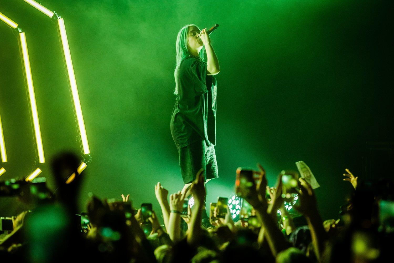 La espectacularidad de los conciertos de Billie va acorde a la magnitud de sus números.