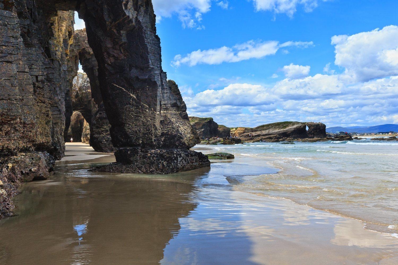 Playa de 'Las Catedrales' en Ribadeo, Galicia. El norte es un paraíso natural