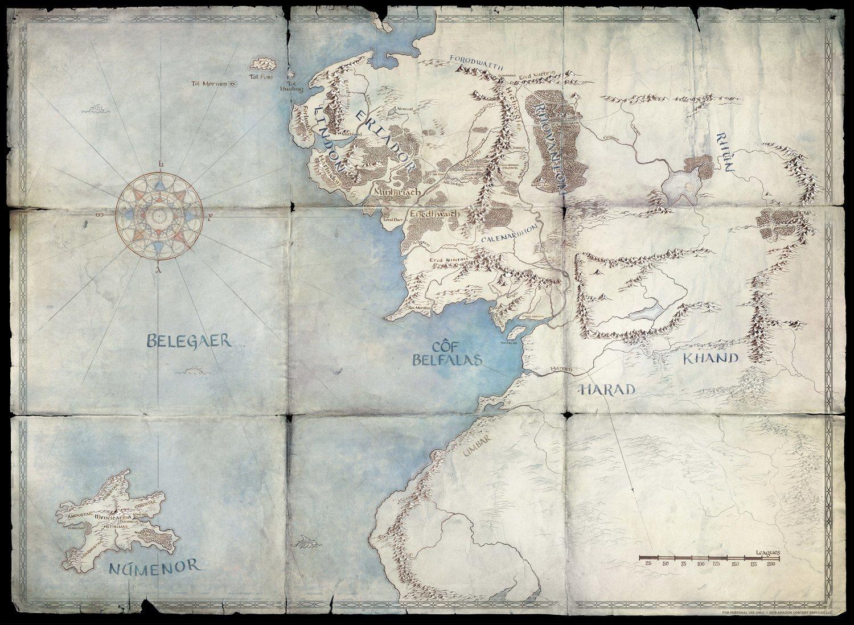 La cuenta oficial de Twitter de la serie de Amazon fue subiendo imágenes de los mapas elaborados por Amazon. Aquí podemos ver la isla de Númenor, origen del linaje de Aragorn.