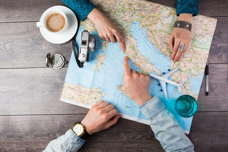 Mira el mapa, elige varios destinos y busca las opciones más asequibles. Tras mucho intentarlo, encontrarás el viaje que se adapte a tus gustos y presupuesto.