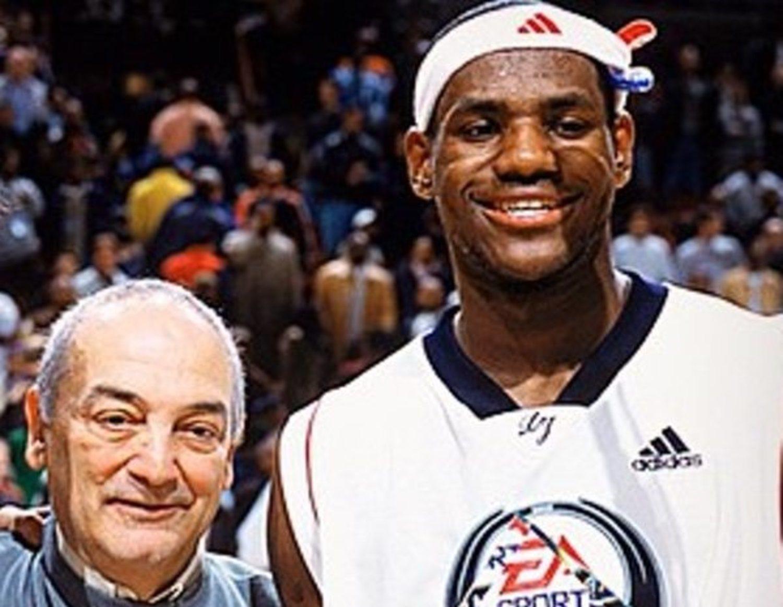 LeBron estuvo a punto de fichar por Adidas. Sin embargo, la compañía alemana consideró que la oferta que le había propuesto Vaccaro era excesiva, por lo que King James acabó firmando con Nike.