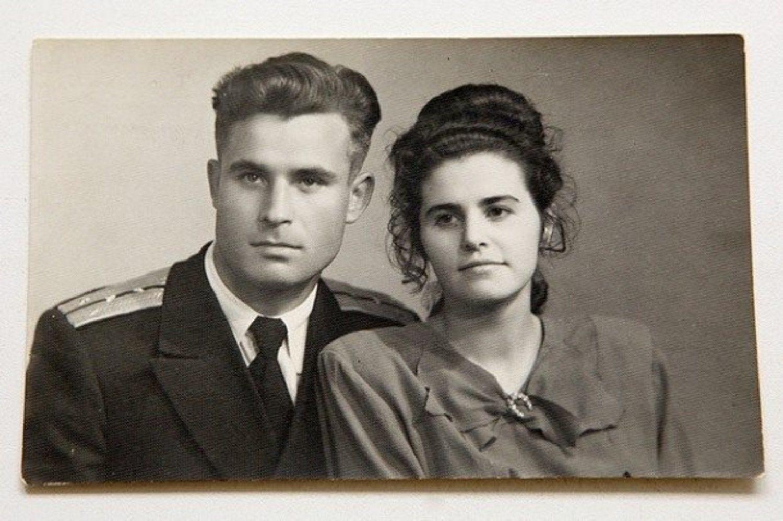 Olga Arkhipov, mujer de Vasili, le definió como un hombre inteligente, tímido y de carácter afable y calmado.