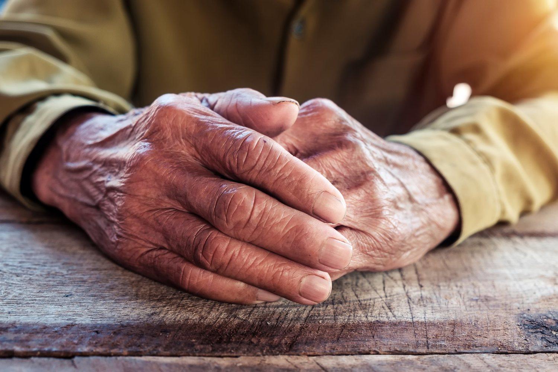 La población anciana es quien más probabilidades tiene de sufrir aislamiento social.