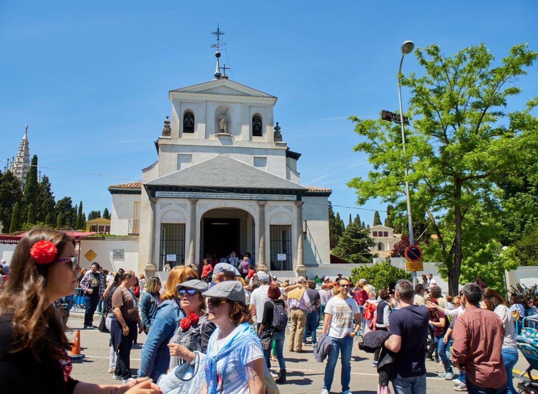 Ir a beber agua a la ermita de San Isidro, una tradición puramente madrileña.