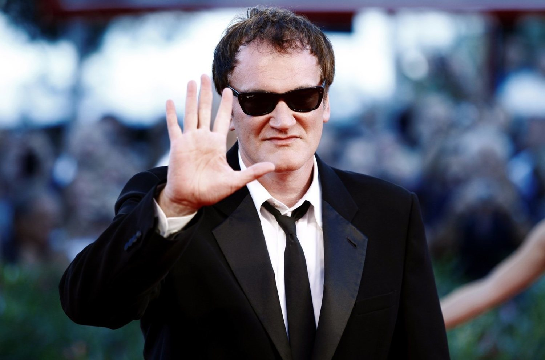 Quentin Tarantino saludando