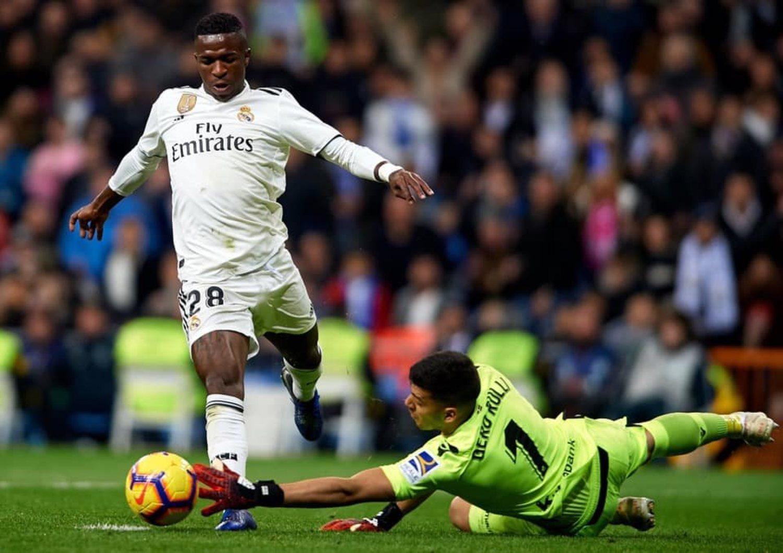 El posible penalti sobre Vinicius Jr durante el partido Real Madrid - Real Sociedad fue una jugada que tuvo que ser explicada por Velasco Carballo, presidente del Comité Técnico de Árbitros.