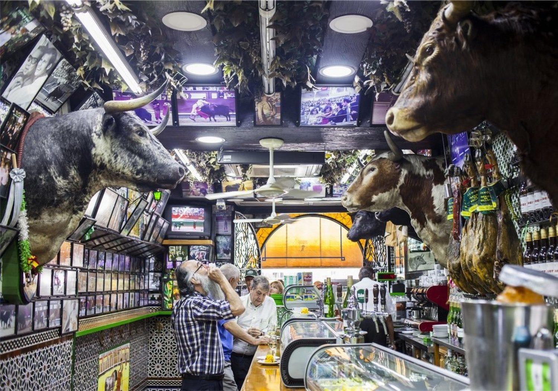 La decoración de algunos bares es cuanto menos cuestionable, pero qué le vamos a hacer