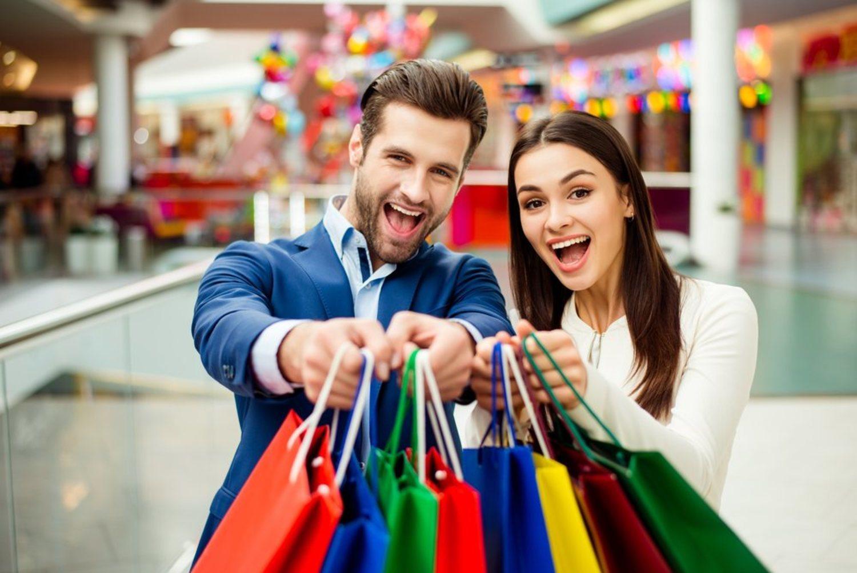 Míralos qué felices están después de haberte dejado la tienda hecha un desastre.