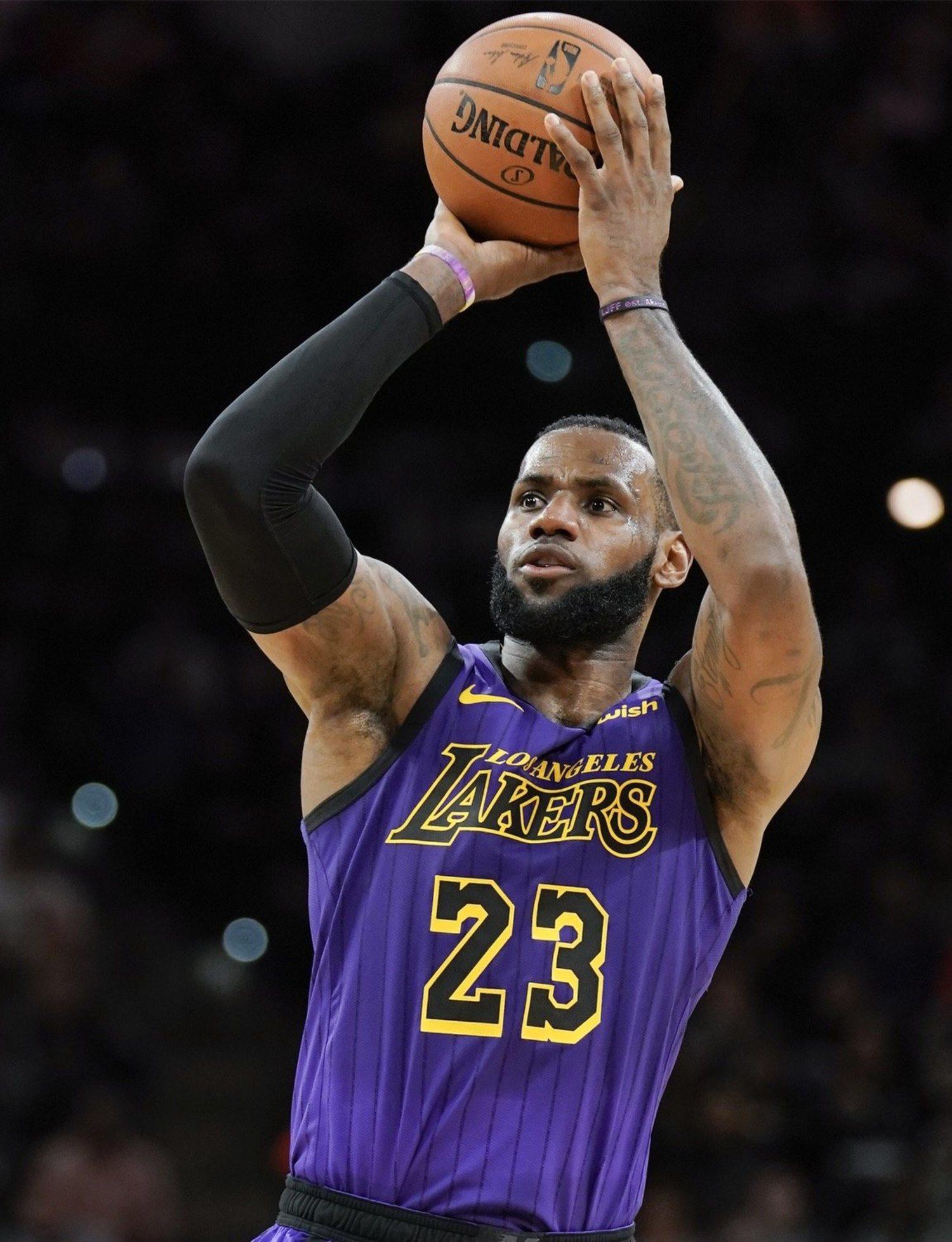 LeBron James es el cuarto máximo anotador de la historia de la NBA
