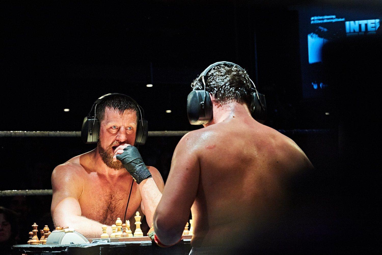 Máxima presión: los luchadores pueden ganar por K.O. o por jaque mate.