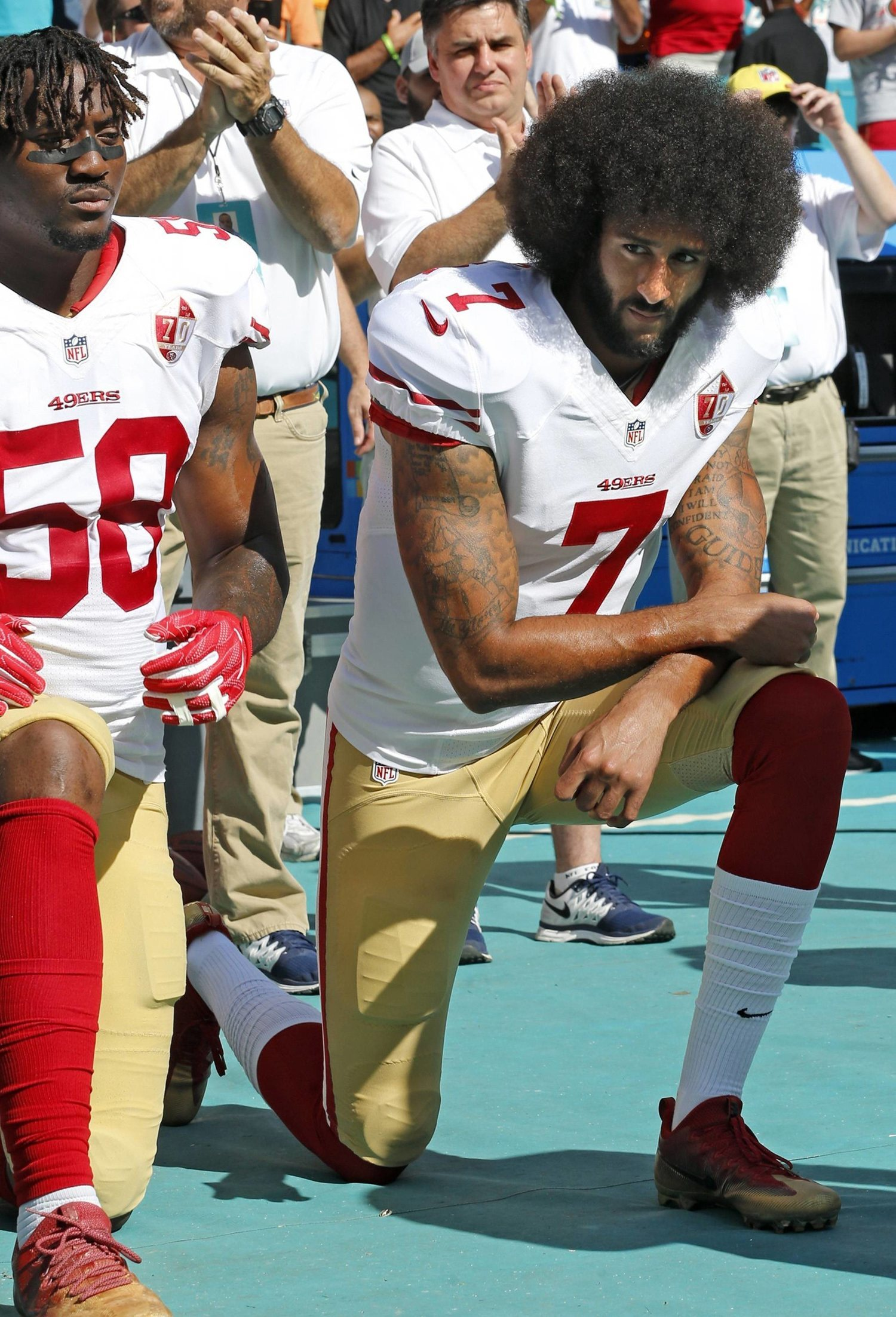 El gesto de Kaepernick impulsó un movimiento de protesta en la NFL.