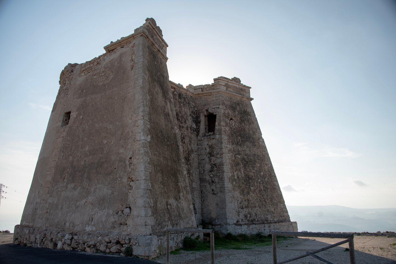 La negociación entre los esclavistas y las fuerzas de Daenerys en Meereen se rodó en la Torre de Mesa Roldán.