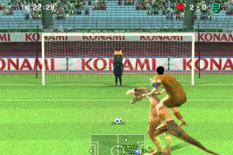 Pro Evolution Soccer 6, un juego en el que podías montar en avestruz y dinosaurio