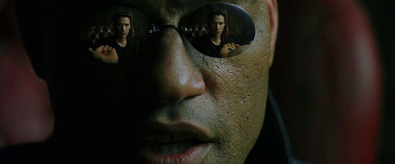 La elección de Neo es interpretada como la elección que hace una persona 'trans' para realizarse según su verdadera identidad.