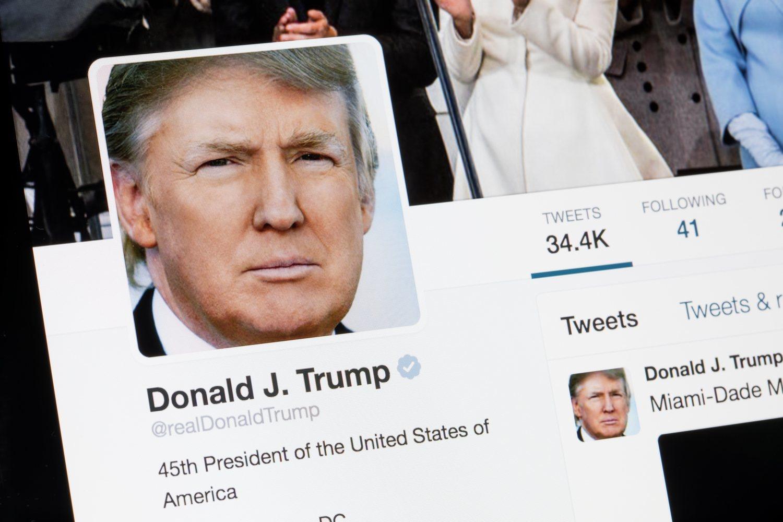 La cuenta de Twitter de Trump es vital en su estrategia política. Es la vía que tiene para conseguir que sus mensajes lleguen eficazmente a la gente.