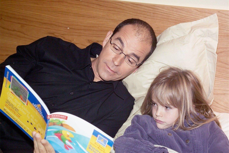 Joseba Apaolaza, el actor que interpretaba a Armando, junto a su hija en la serie