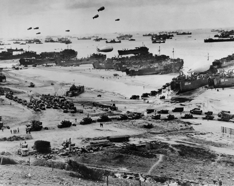 Semanas antes del Desembarco de Normandía, la Tropa X tuvo que verificar la existencia de minas hipersensibles en las playas.
