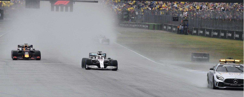 El 'safety car' salió varias veces en la carrera, pero la FIA arriesgó
