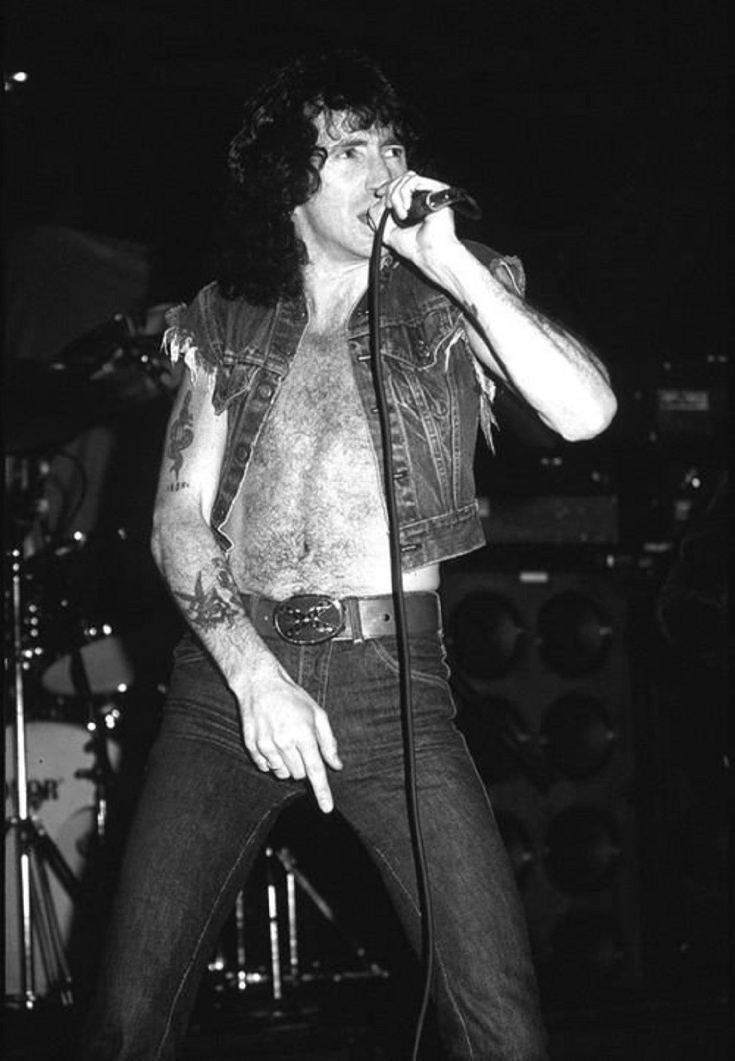 Bon Scott murió 5 meses después del lanzamiento de 'Highway To Hell', tras una noche de borrachera.