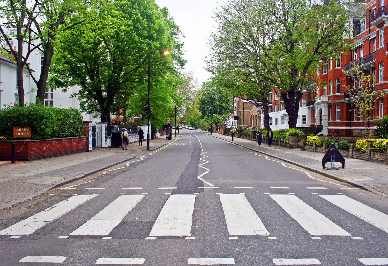 El paso de cebra de Abbey Road se ha convertido en un lugar emblemático de Londres.
